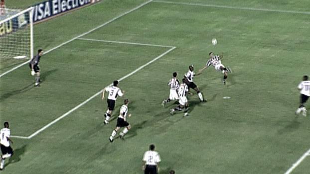 Alberto lembra gol histórico de bicicleta contra o Corinthians
