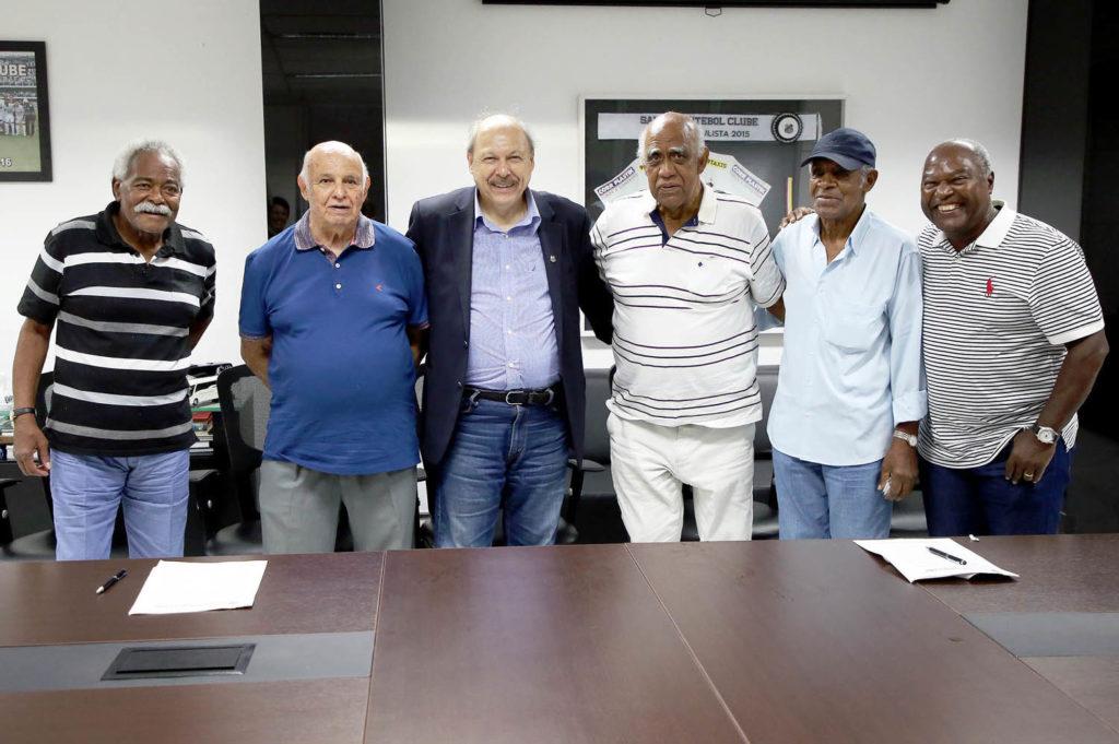 Santos assina contrato com craques do passado