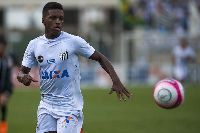 Rodrygo faz terceiro jogo como titular e é elogiado por Jair