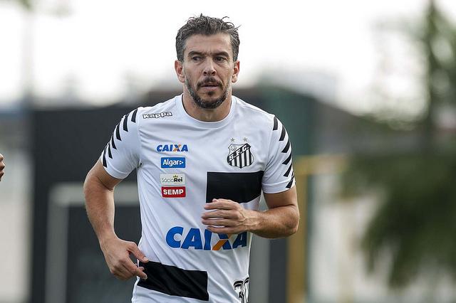 De volta, Leandro Donizete se recupera de lesão no Santos