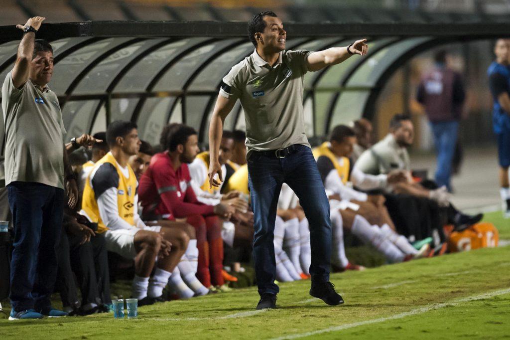 """Jair lamenta número de faltas: """"Atrapalha uma equipe leve"""""""