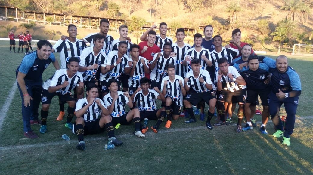545d167adc Zagueiro-artilheiro faz dois e Santos se classifica na Taça BH