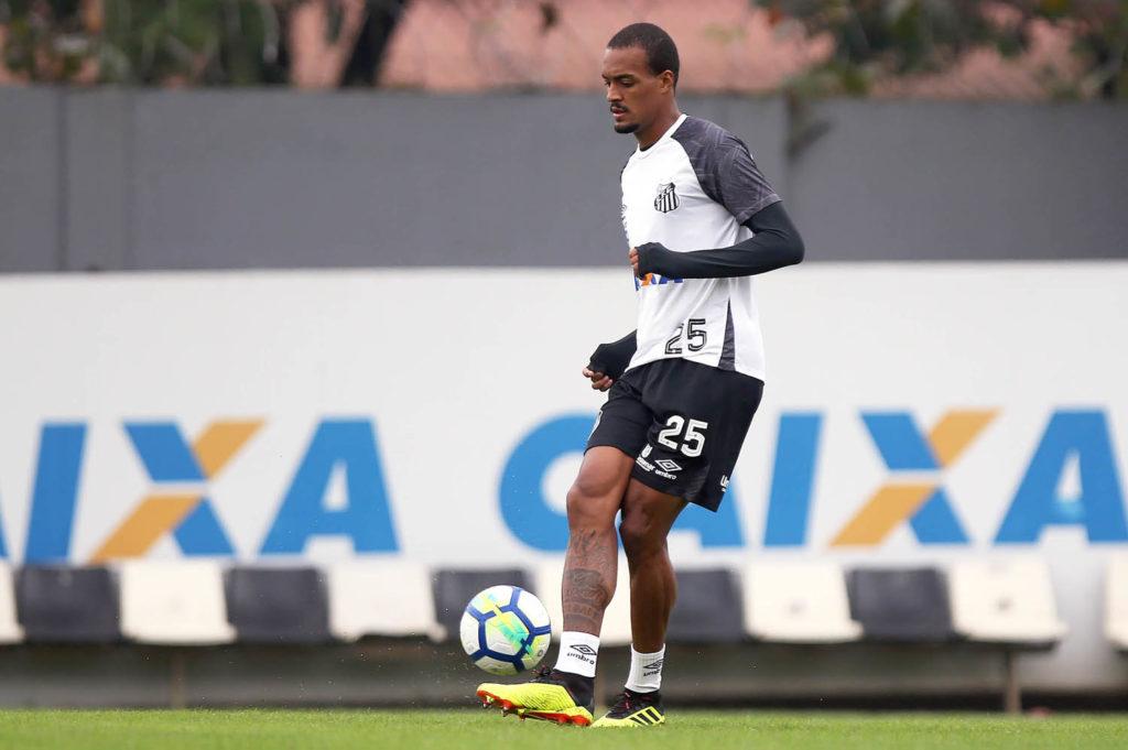 Com dor muscular, Luiz Felipe pode ser desfalque no sábado