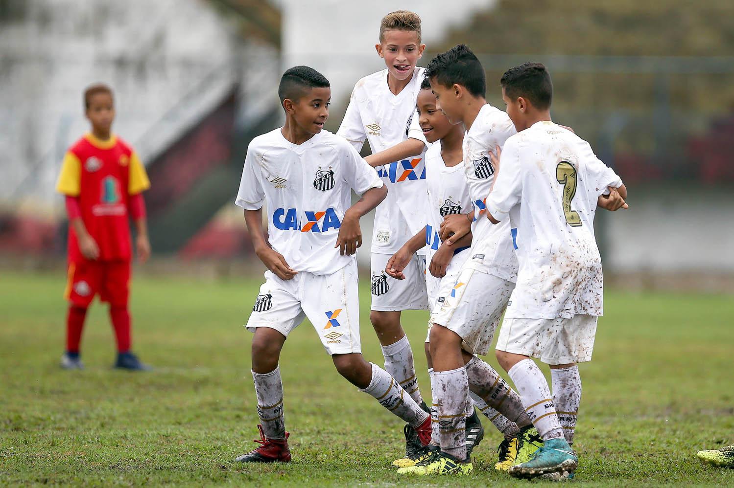 Santos Sub-11 perde a primeira das quartas para o Corinthians