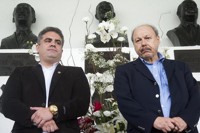 Rollo reassume cargo de vice e reabre guerra com Peres no Santos
