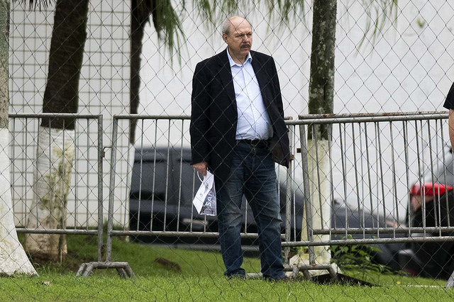 """Peres sobre possível impeachment: """"Processo absurdo"""""""