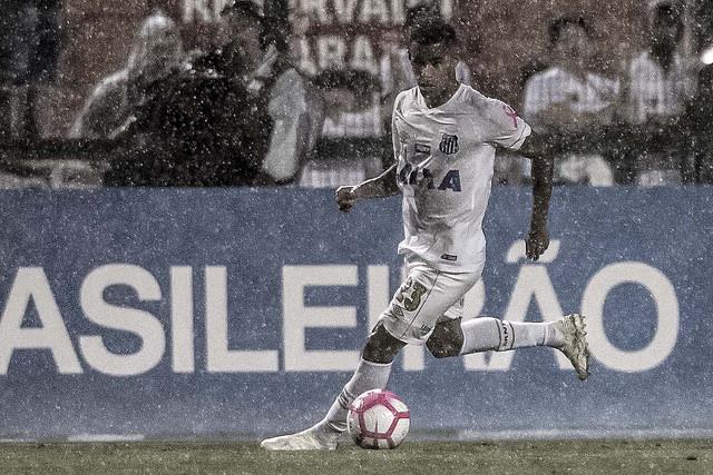 Arthur Gomes se inspira em Neymar para jogar como meia