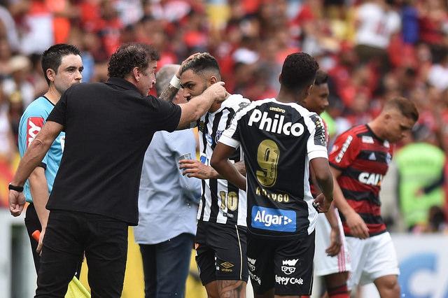 """Cuca tira peso de Gabigol por resultado: """"Não é o culpado"""""""