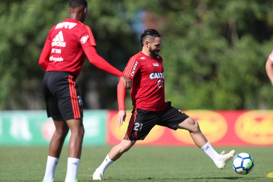 De olho no rival: Dorival Jr. ameaçado no Flamengo