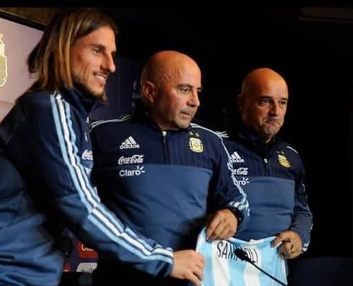 Santos inicia negociação com três nomes, mas não descarta outro treinador
