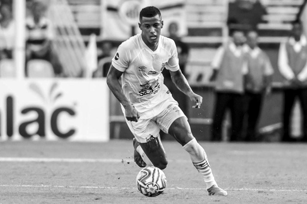 Arthur Gomes acredita que Santos ainda tem muito a evoluir