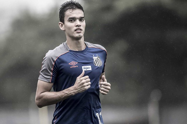Felipe Aguilar vê pressão para Santos voltar a vencer