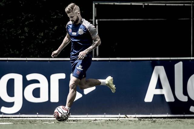 Sasha e Rodrygo treinam e podem voltar contra o Inter