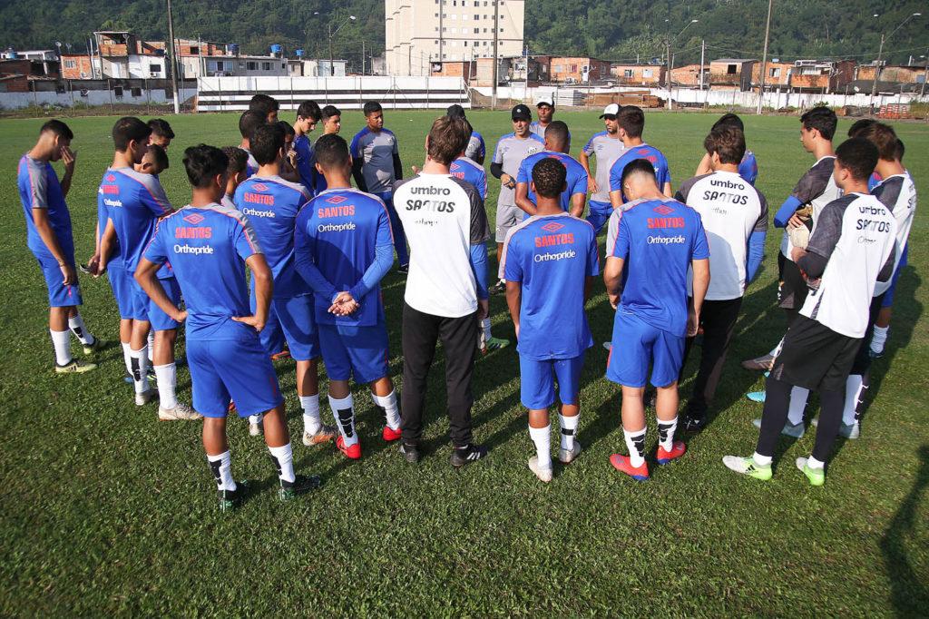Equipes Sub-15 e Sub-17 pegam a Portuguesa Santista