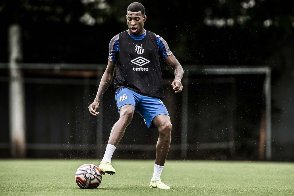 "Exclusivo: ""Estou ansioso pelo primeiro gol no Santos"", diz Jean Lucas"