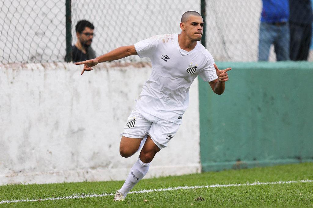 Santos renova com promessa da base que encantou Sampaoli