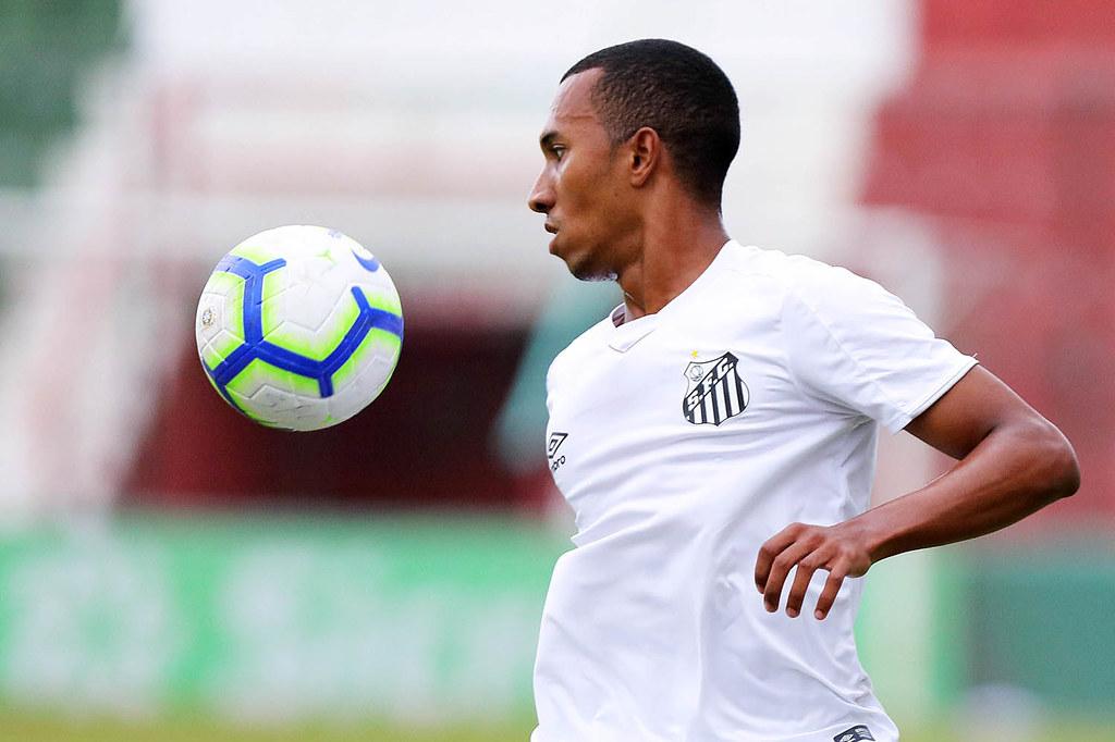 """Elano elogia Lucas Braga: """"Acredito que possa ajudar o Santos"""""""