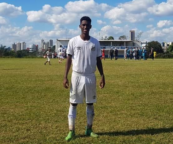 Atleta do Sub-20 elogia ações realizadas pelo Santos durante a pausa no futebol