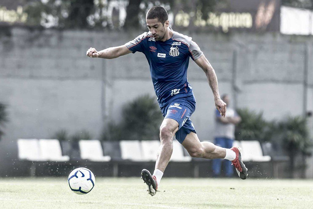 Evandro pede cautela para a partida contra o Cruzeiro