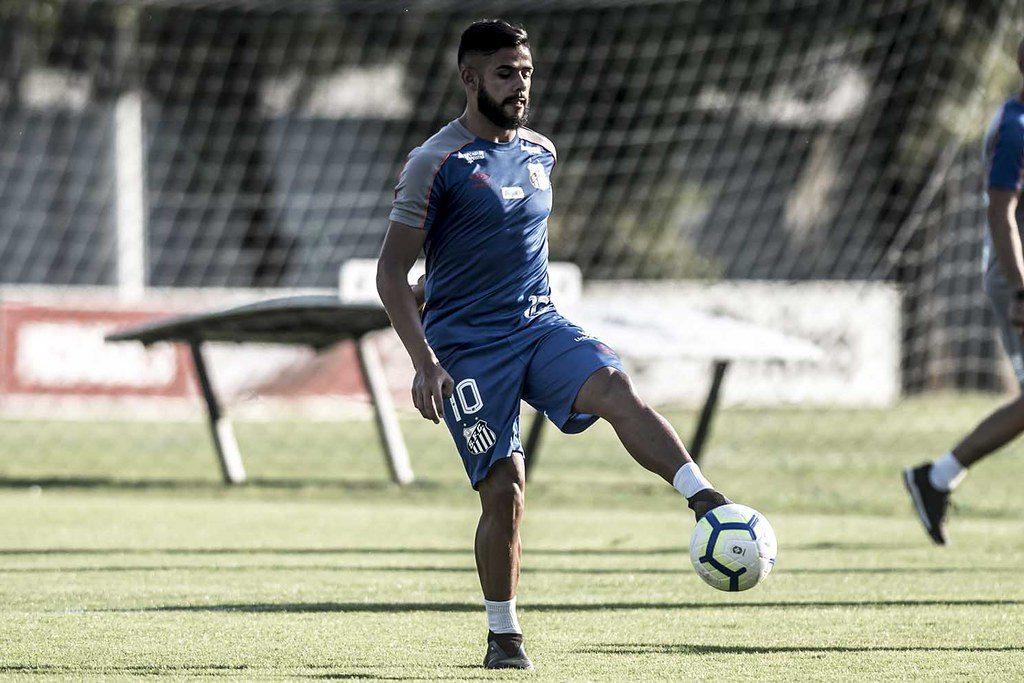 Sabendo do peso Vila, Felipe Jonatan pede foco no Fortaleza