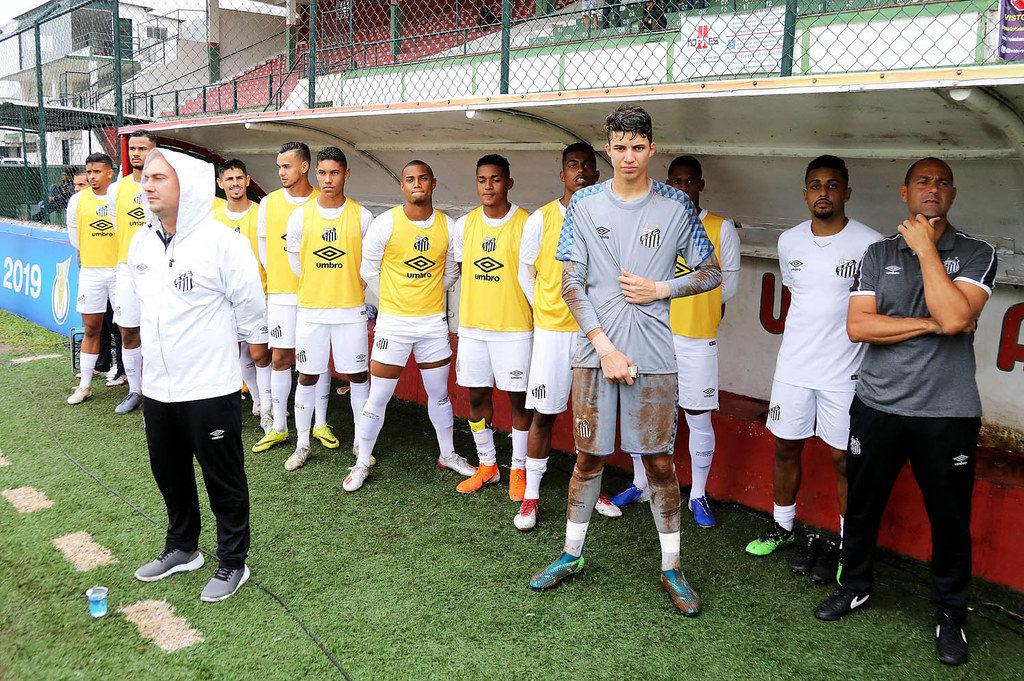 Peixe entra em campo pela liderança do Paulista Sub-20