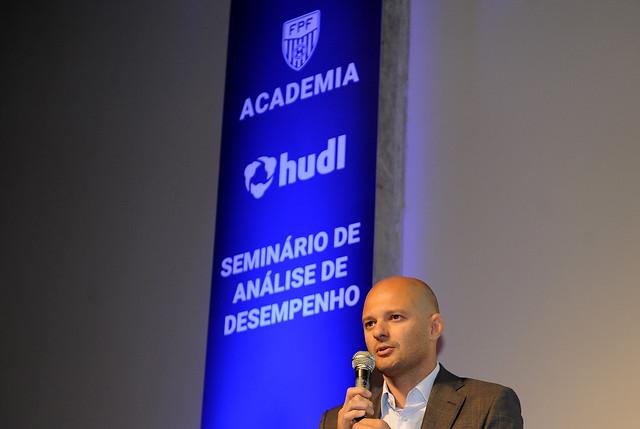 Diretor do Santos explica aposta em Jesualdo e foca trabalho com a base