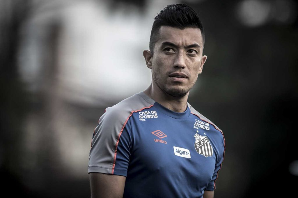10 meses de Uribe no Santos: sem gol, poucas finalizações e sumiço