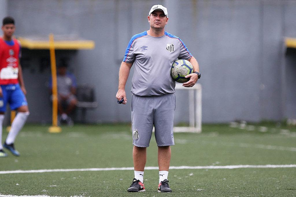 Santos recebe o Grêmio para sobreviver no Brasileiro Sub-20