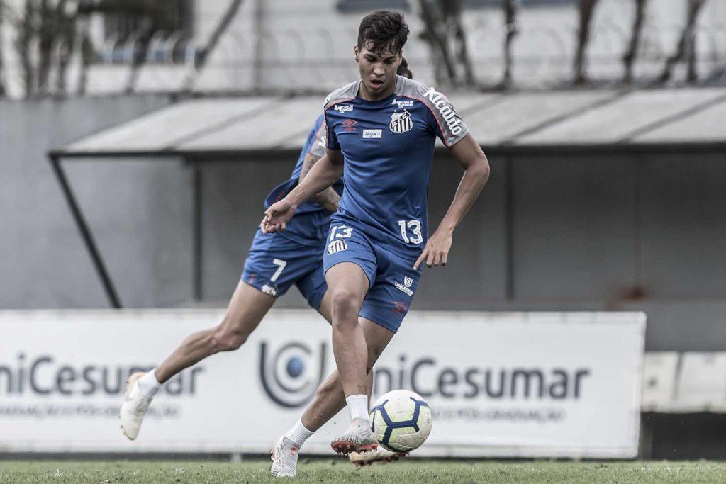 Kaio Jorge é relacionado e pode ganhar chance no Santos