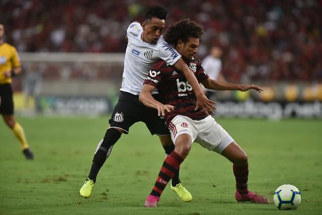 Lesão de Evandro abriu espaço para Cueva contra o Flamengo
