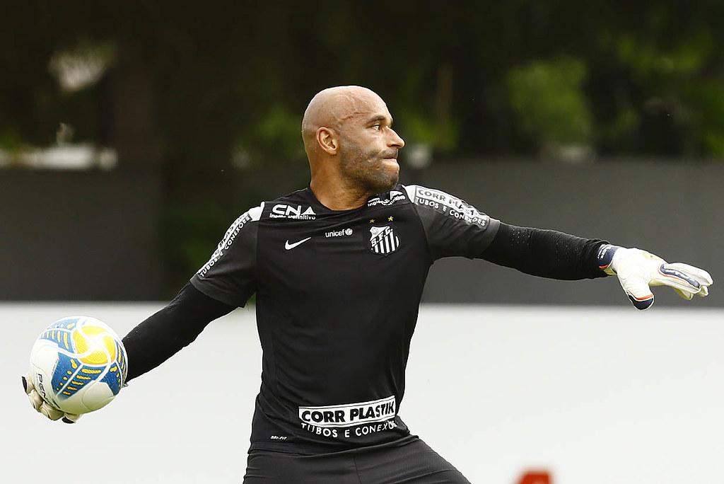 Santos pensa em trazer Edinho para trabalhar no clube
