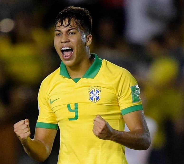Kaio Jorge faz dois e comanda classificação da Seleção Sub-17