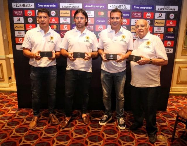 "Pepe recebe título de ""Lenda do Futebol Sul-Americano"""
