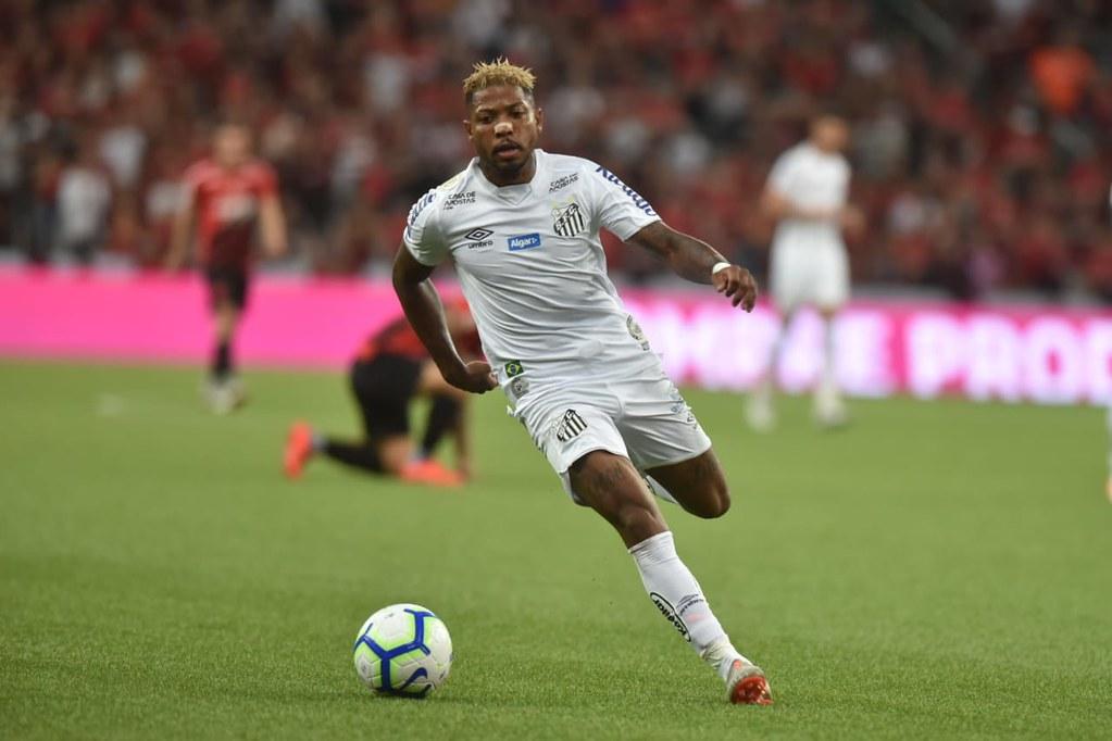 Marinho lamenta desatenção em gol e corneta arbitragem