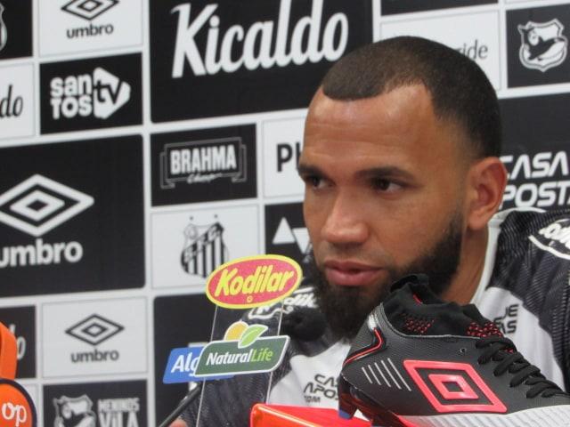 Everson admite frustração, mas confia em crescimento do Santos