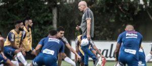 Jesualdo comanda treino no Santos