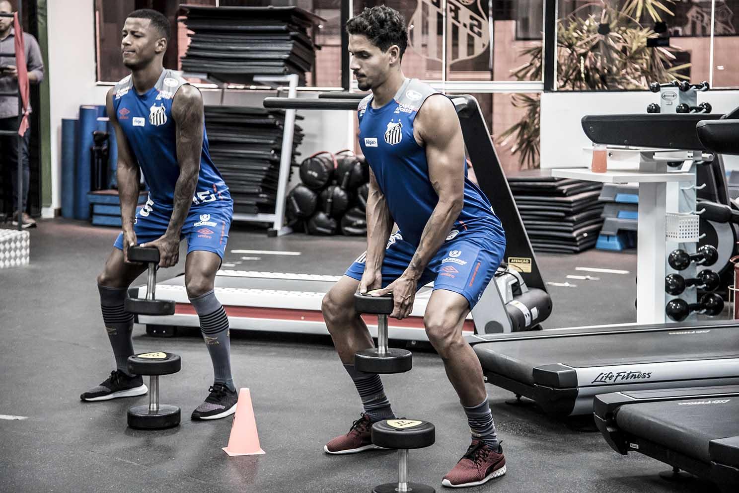 Sem Veríssimo, Santos treinou em dois períodos neste domingo