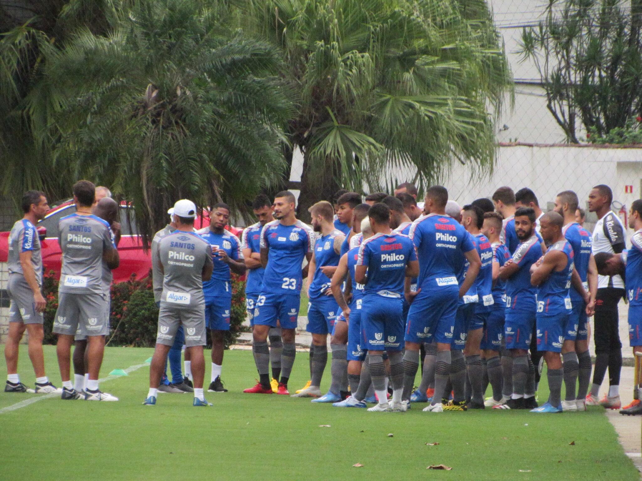 Com Jesualdo mantido, Santos se reapresenta no CT Rei Pelé