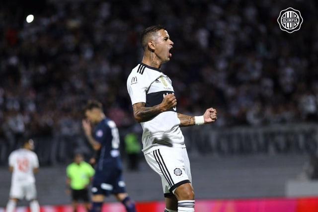 Ex-Santos, Derlis González reestreia com gol no Olímpia