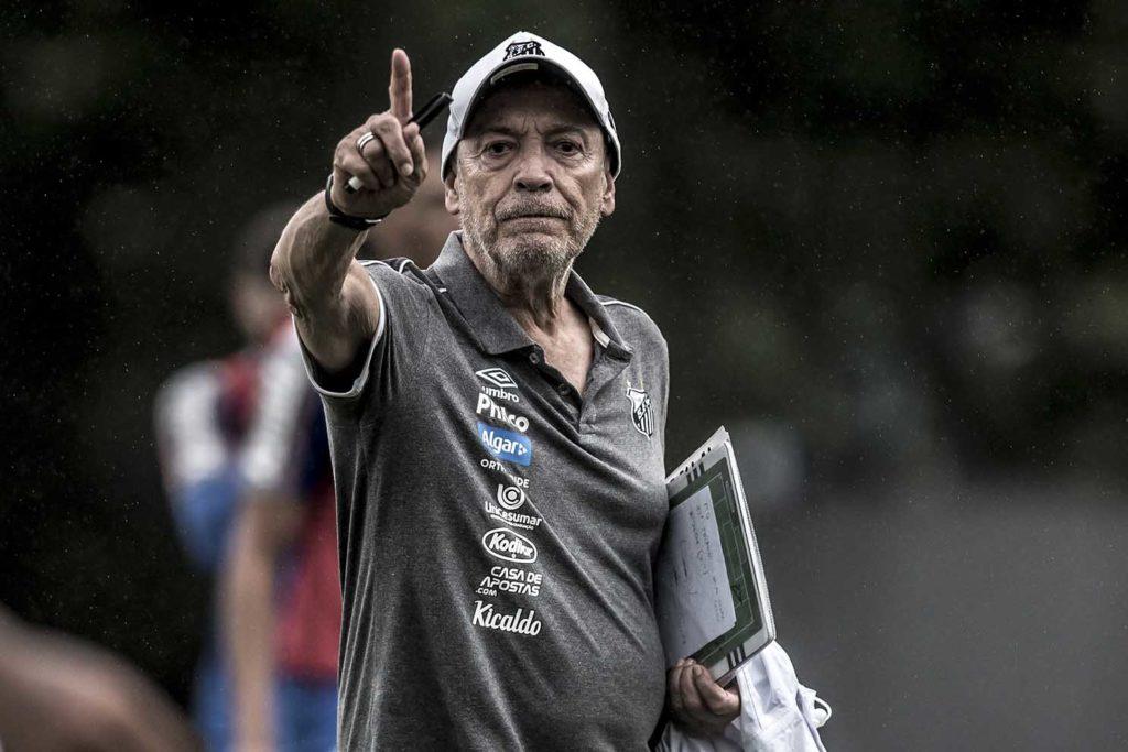 """Léo sai em defesa de Jesualdo: """"De retranqueiro ele não tem nada"""""""