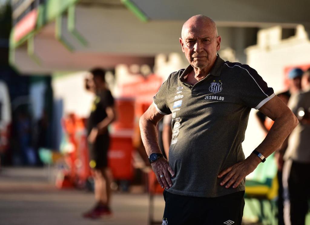 """Jesualdo reclama das cobranças e lamenta paralisação: """"Em má hora"""""""
