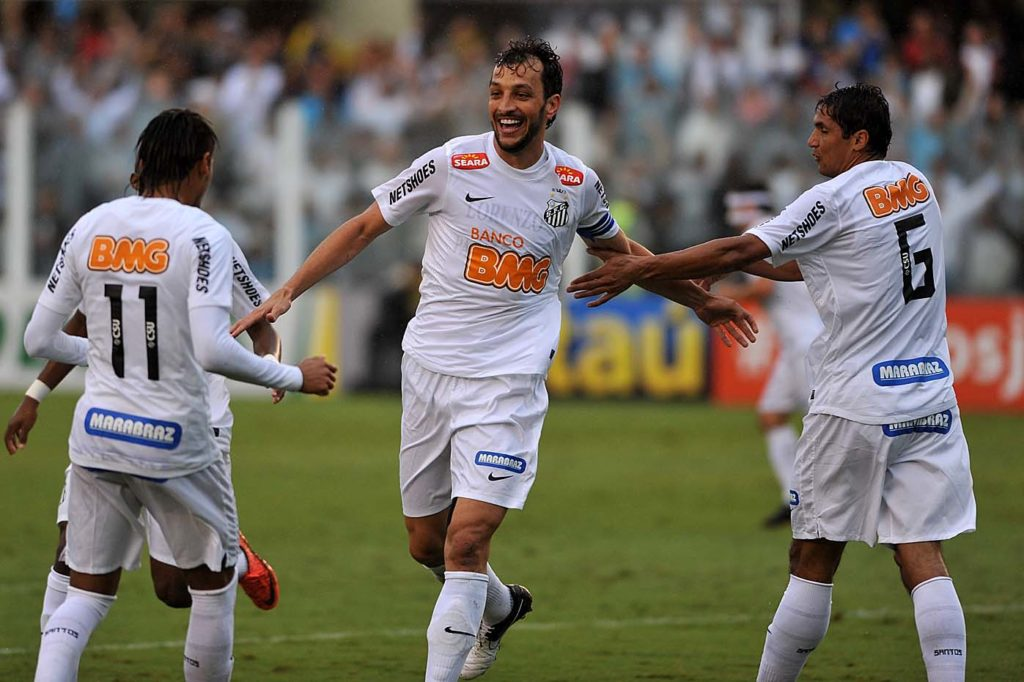 Edu Dracena fala em carinho pelo Santos e agradece torcida por estar no time do século XXI