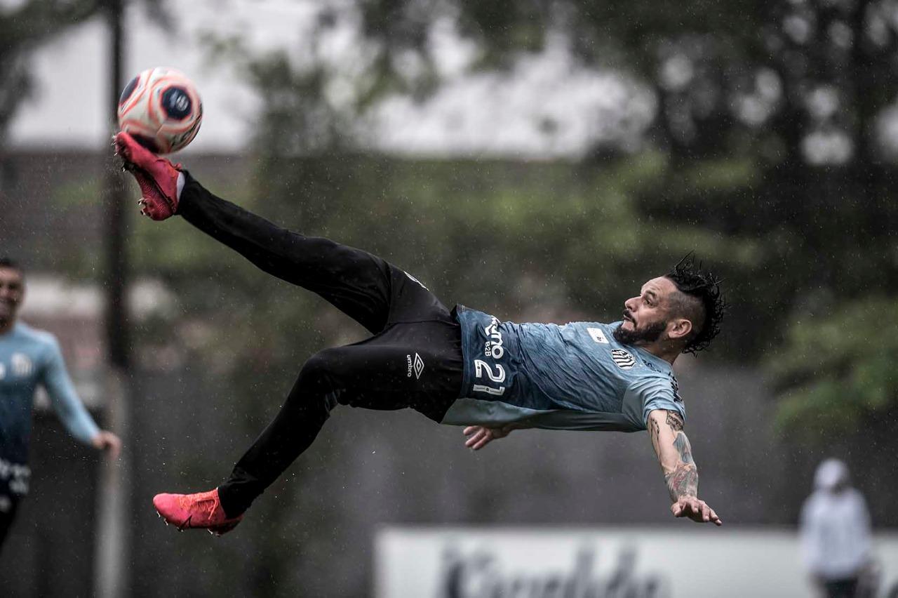 Fotos: veja como foi a quarta-feira do Santos no CT Rei Pelé