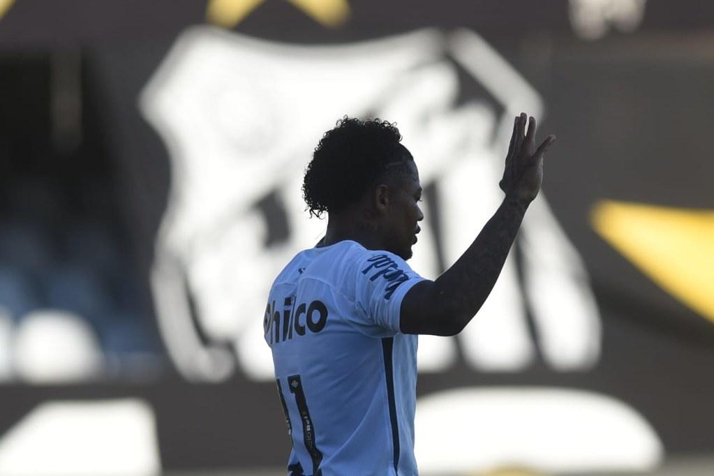 """Com Covid, Marinho promete """"voltar mais forte"""". Ele iria jogar contra o Bahia"""