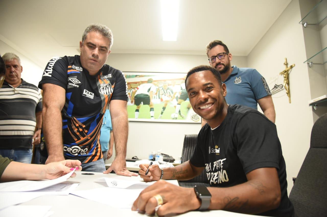 Conselho adia decisão sobre contrato de Robinho