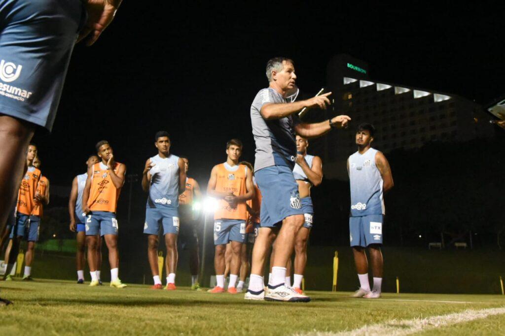 Na TV: Saiba onde assistir ao confronto entre Santos e Botafogo