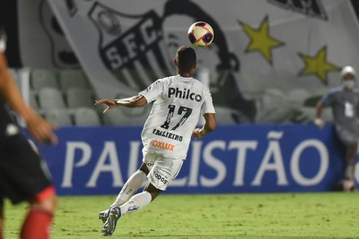 Vinícius Balieiro sofre trauma no joelho e preocupa o Santos