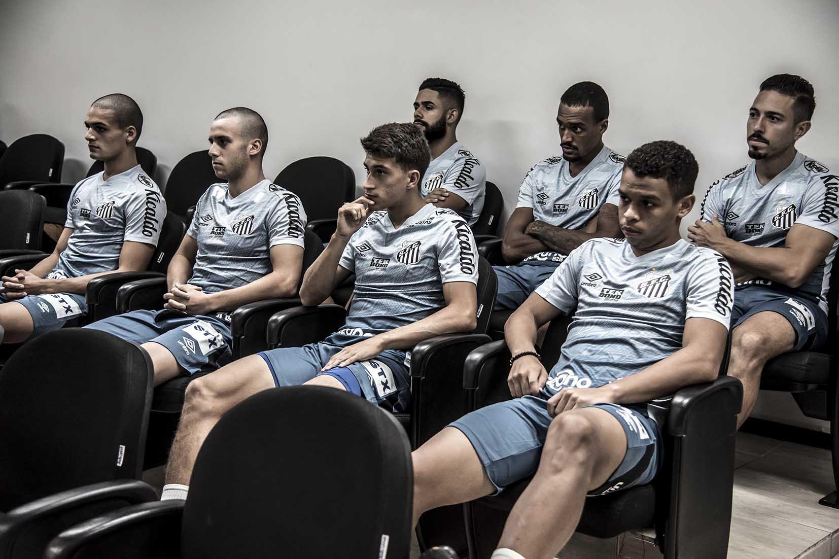 Indecisão do Santos atrasa renovação com dupla de Meninos da Vila