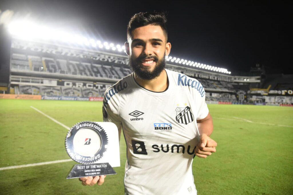 Felipe Jonatan valoriza elenco do Santos após vitória contra o Boca