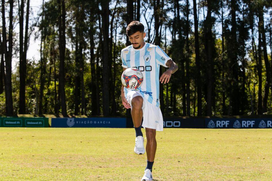 """Lucas Lourenço """"apronta"""" e será devolvido pelo Londrina ao Santos"""